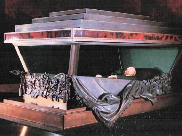 lenin-mausoleum-sarcophagus-03